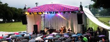 dancingumbrellasbuscabulla