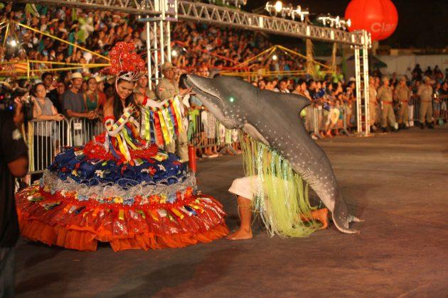 A mais antiga manifestação cultural popular da Amazônia o Sairé, na Vila de Alter do Chão, em Santarém, no Oeste do Pará, na noite deste sábado (15) Na foto: apresentação do Boto Cor de Rosa. FOTO: RODOLFO OLIVEIRA/ AG. PARÁ DATA: 15.09.2012 SANTARÉM-PARÁ